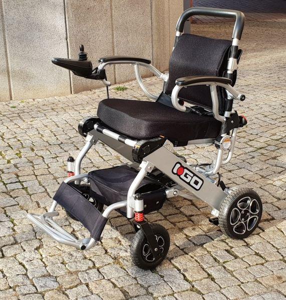 Elektro-Reise-Rollstuhl R-GO (6 km/h) silber - Neuwertiger Elektrorollstuhl